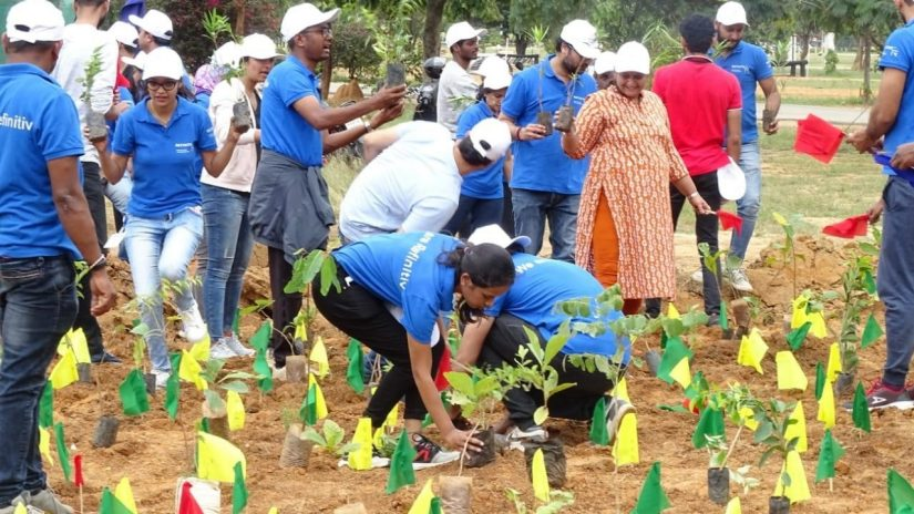 Image of Refinitiv employees planting  10k trees in Bengaluru