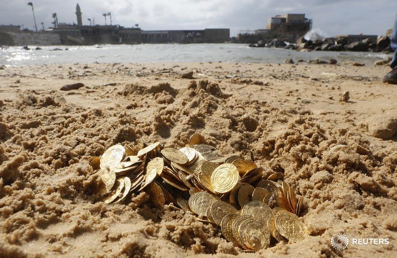 Ancient gold coins are displayed in Caesarea, north of Tel Aviv along the Mediterranean coast February 18, 2015. Almost 2,000 gold coins, believed to be from the 11th century, were found in recent weeks on the seabed by amateur divers who then alerted the Israel Antiquities Authority's Marine Archaeology Unit.<br /> REUTERS/Nir Elias