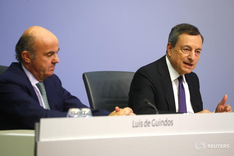 AnaCredit reporting. European Central Bank (ECB) President Mario Draghi (right) and Vice-President Luis de Guindos. Photography: Kai Pfaffenbach